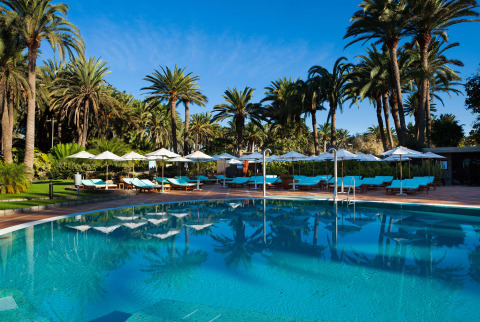 Unwind in the adults-only wellness pool at our hotel with gym and spa in Gran Canaria