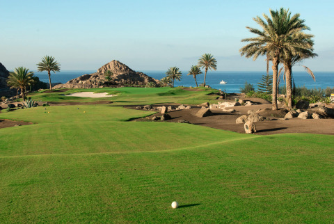 Golf breaks in Gran Canaria mean taking your pick from eight stunning courses