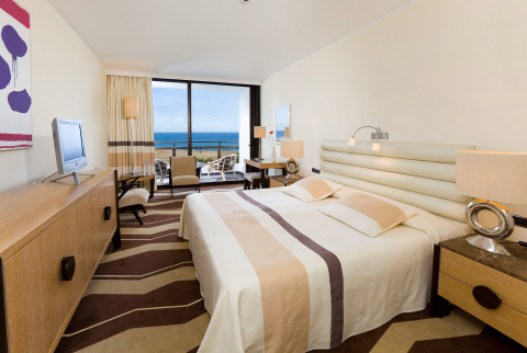 Our Deluxe hotel rooms in Gran Canaria offer sea views and glamorous décor