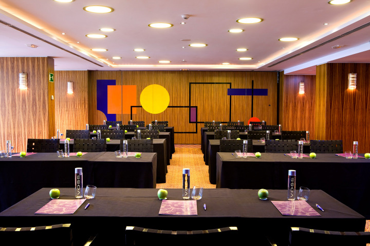 A fully-equipped conference room awaits at the Seaside Palm Beach meetings venue in the Canary Islands