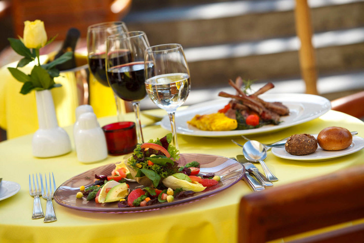 Delicious food and wine in our restaurants in Maspalomas